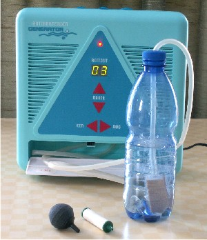 Wasserozonisierung in geschlossener Flasche, verschiedene Perlatoren aus Keramik, Lindenholz; Geräteleistung 200mg Ozon pro Stunde, elektr. Koronaentladung